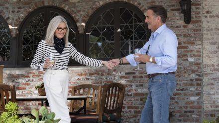 """""""Book Club - Das Beste kommt noch"""": Diane (Diane Keaton) lernt den charmanten Piloten Mitchell (Andy García) kennen. (cam/spot)"""