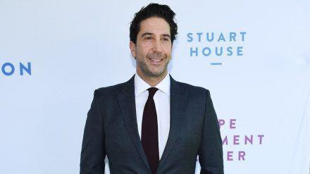 """David Schwimmer wird bald ans """"Friends""""-Set zurückkehren. (jom/spot)"""