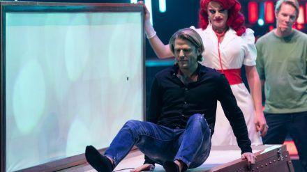 """Paul Janke muss bei den """"Die! Herz! Schlag! Show!""""-Challenges Ruhe bewahren. (jom/spot)"""