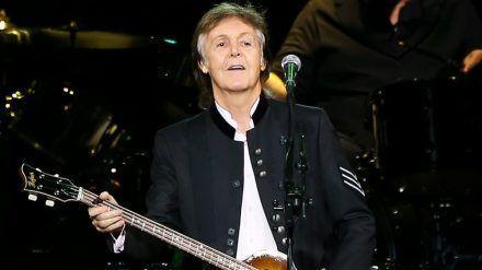 Ex-Beatle Sir Paul McCartney steht auch heute noch auf der Bühne. (dms/spot)