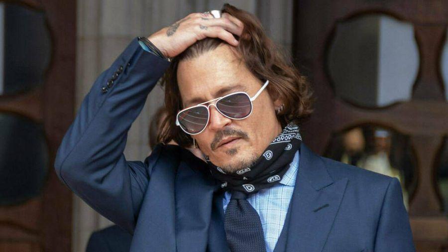 Johnny Depp verlässt nach der Anhörung das Gericht in London. (rto/spot)