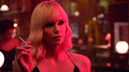 """Charlize Theron spielt in """"Atomic Blonde"""" die britische Agentin Lorraine. (rto/spot)"""