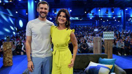 """Jochen Schropp und Marlene Lufen zeigen die Geschehnisse im """"Promi Big Brother""""-Container. (jom/spot)"""
