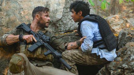 """""""Thor""""-Star Chris Hemsworth spielt in """"Tyler Rake: Extraction"""" einen furchtlosen Söldner, der nichts mehr zu verlieren hat. (wag/spot)"""