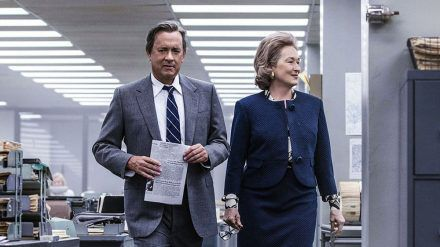 "Tom Hanks als Ben Bradlee und Meryl Streep als Kay Graham in den Räumen der ""Washington Post"" in ""Die Verlegerin"". (cam/spot)"
