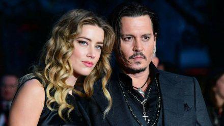 Amber Heard und Johnny Depp bekriegen sich derzeit vor Gericht. (mia/spot)