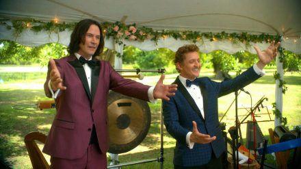 """Keanu Reeves (l.) und Alex Winter in """"Bill & Ted Face the Music"""". (cam/spot)"""