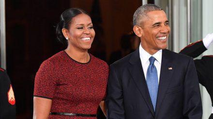 Michelle und Barack Obama werden gemeinsam in einem neuen Podcast zu hören sein. (jom/spot)