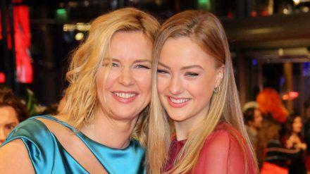 Veronica Ferres (l.) mit Tochter Lilly Krug bei der Berlinale-Eröffnung im Februar 2020. (dr/spot)