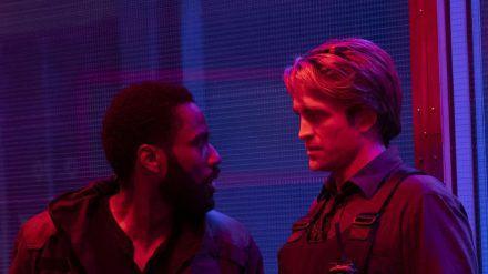 "Robert Pattinson und John David Washington in Christopher Nolans ""Tenet"". (dr/spot)"