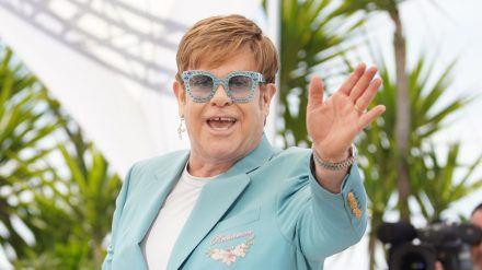 Elton John kann stolz auf sich sein: Er ist seit 30 Jahren trocken. (wue/spot)