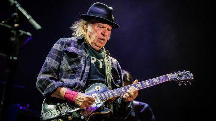Neil Young während eines Auftritts im vergangenen Jahr (wue/spot)