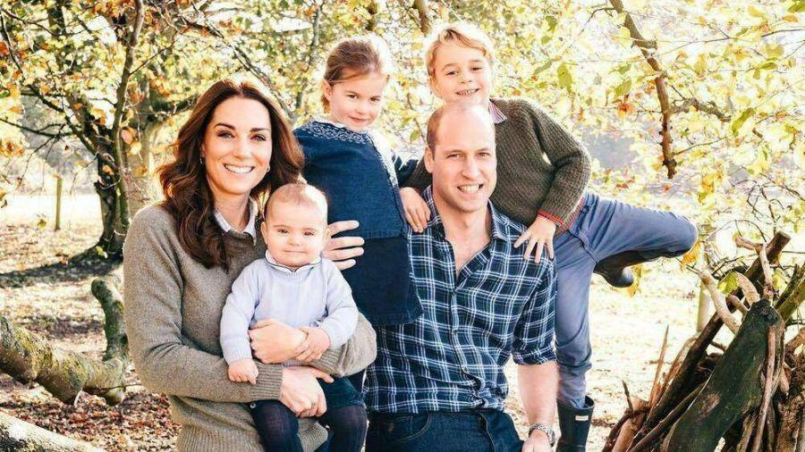 Herzogin Kate und Prinz William mit ihren Kindern Prinz Louis (li.), Prinzessin Charlotte und Prinz George. (cos/spot)