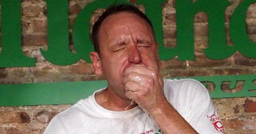 Hotdog-Sauerei 2020: Joey Chestnut würgt 75 in 10 Minuten hinunter