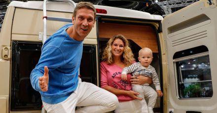 Peer Kusmagk und Janni Hönscheid sind mit dem Van nach Frankreich gefahren