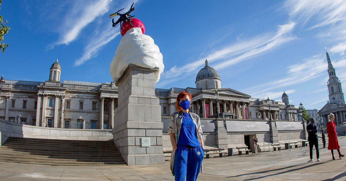 Ein Riesenhaufen Schlagsahne auf dem Trafalgar Square