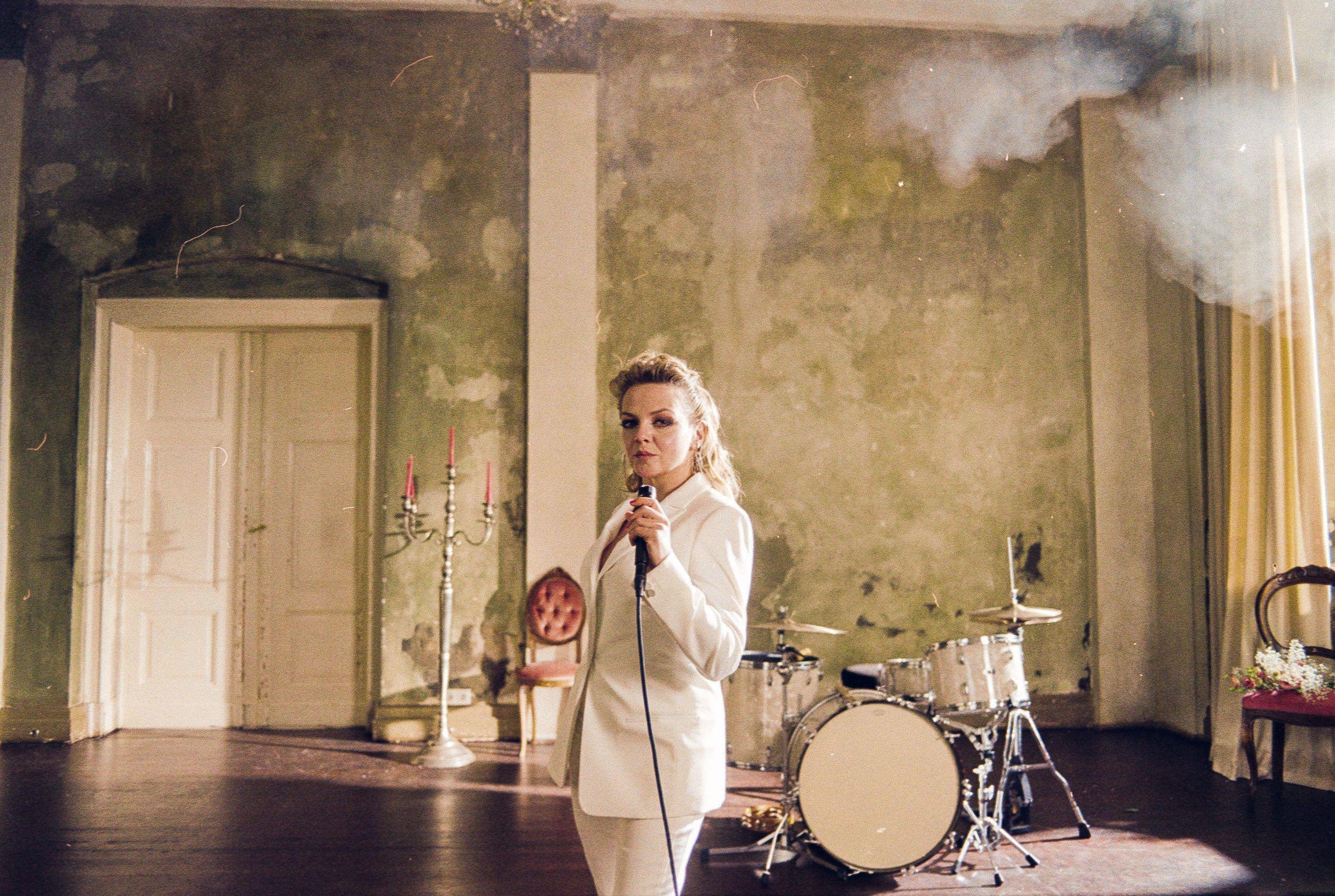 """Besser geht's nicht: Annett Louisan singt """"Kitsch"""" von Helene Fischer & Co."""