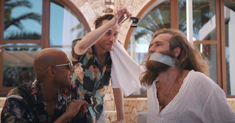 Video: Clueso fliegt nach Ibiza - und das passiert dann
