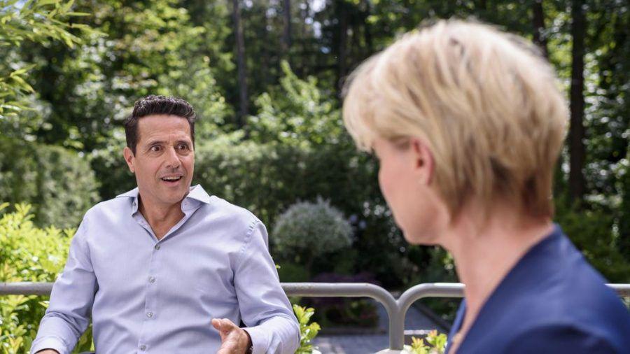 """""""Sturm der Liebe"""": Dirk spielt Linda den Anfang einer wundersamen Heilung vor (cg/spot)"""