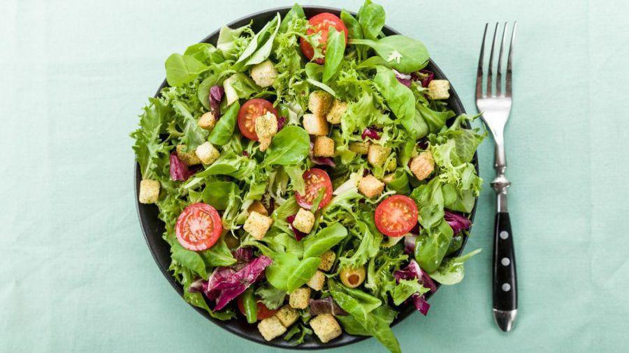 Mit einem frischen Gartensalat macht man im Sommer nichts falsch. (spot)