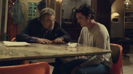 "Al Pacino (l.) und ""Percy Jackson""-Star Logan Lerman in ""Hunters"". (stk/spot)"