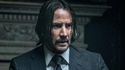 """Keanu Reeves spielt seit 2014 die Titelrolle in der """"John Wick""""-Reihe. (cam/spot)"""