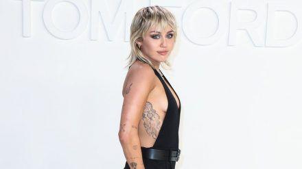 Miley Cyrus im Februar bei einer Modenschau von Designer Tom Ford in Los Angeles (wag/spot)