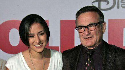 Zelda Williams mit ihrem Vater, Robin Williams, bei einer Filmpremiere im Jahr 2009. (ili/spot)
