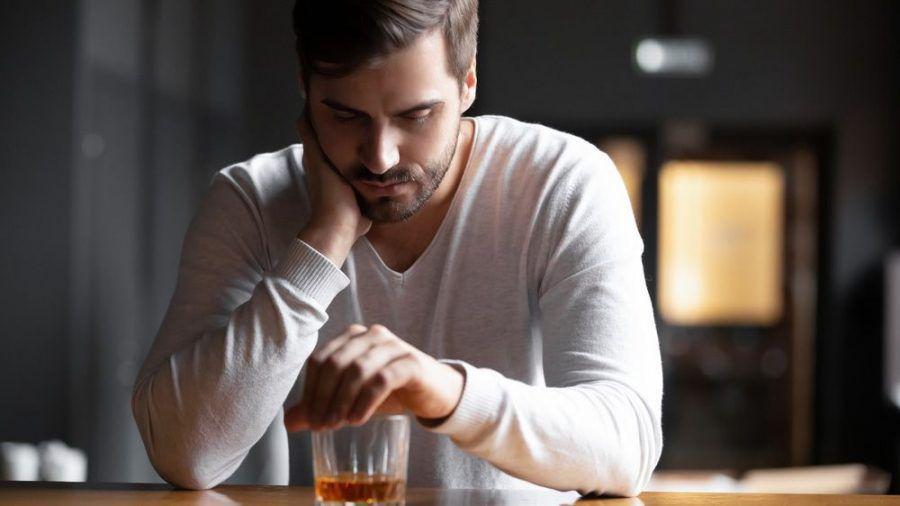 Tägliche Gedanken an Alkohol sind Anzeichen für eine beginnende Sucht (eee/spot)
