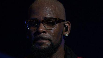 Sänger R. Kelly werden mehrere Sexualstraftaten vorgeworfen. (cos/spot)