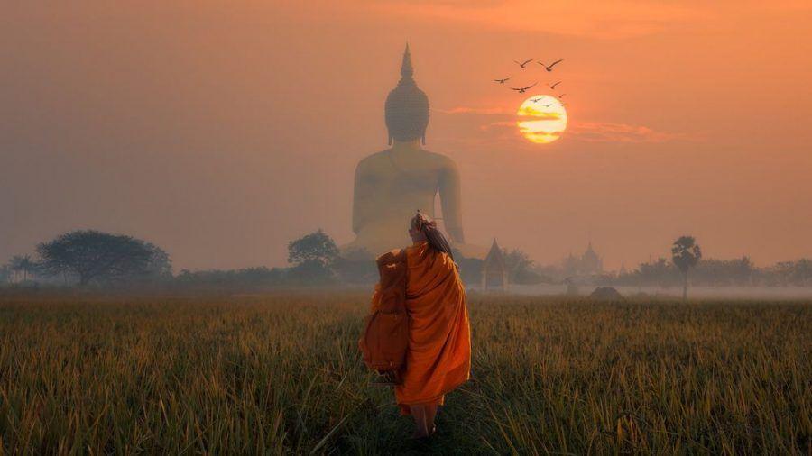 Wer den buddhistischen Tempel Wat Muang in Thailand besichtigen möchte, muss sich in Geduld üben. (kms/spot)