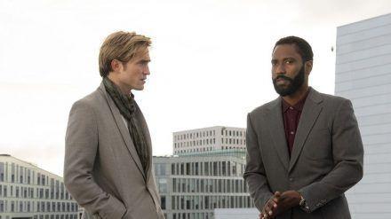 """John David Washington (r.) und Robert Pattinson versuchen in """"Tenet"""" das Ende der Menschheit zu verhindern. (stk/spot)"""