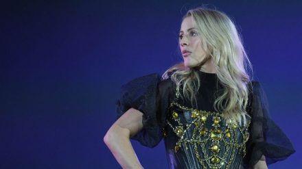 Sängerin Ellie Goulding powert sich gern im Fitnessstudio aus. (cos/spot)