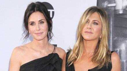 """Courteney Cox (l.) und Jennifer Aniston sind seit ihrer Zeit bei """"Friends"""" eng befreundet. (cam/spot)"""