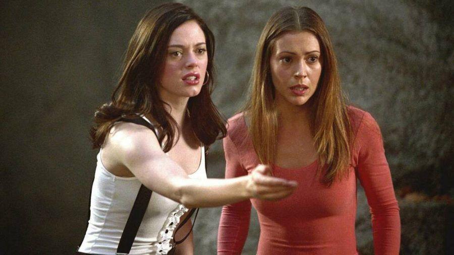 """Rose McGowan und Alyssa Milano in der Serie """"Charmed"""". (jom/spot)"""