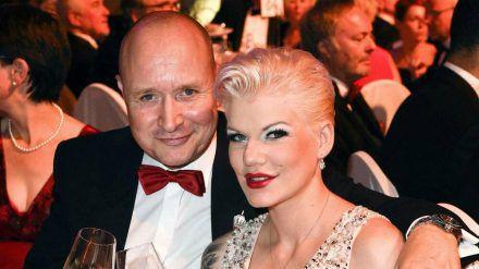 Melanie Müller mit ihrem Ehemann Mike Blümer auf einer Veranstaltung, lange vor der Corona-Krise. (wue/spot)