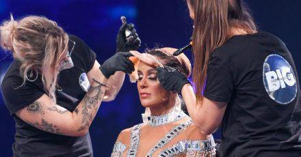 Hier reißen sie Vanessa Mai die Maske vom Gesicht
