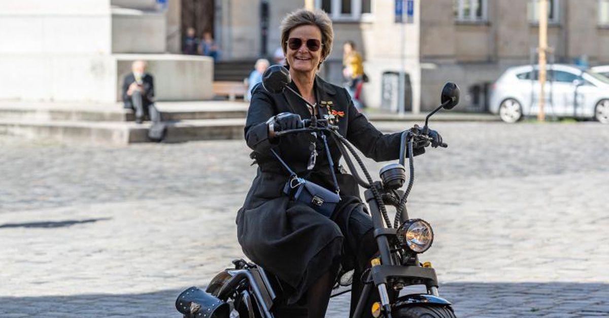 Gloria von Thurn und Taxis: Mit Visier und Handschuhen zum Event