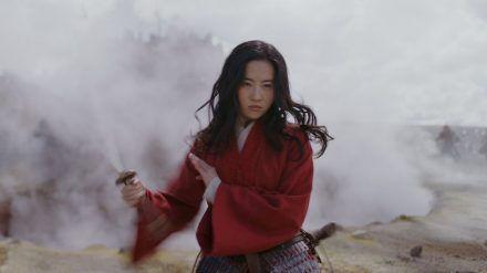 Mulan (Liu Yifei) entwickelt sich zur unerschrockenen Kriegerin. (sob/spot)