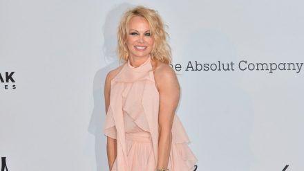 Pamela Anderson datet angeblich ihren Bodyguard. (jom/spot)