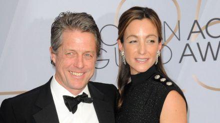 Hugh Grant und seine Ehefrau Anna Eberstein im Jahr 2019 (stk/spot)