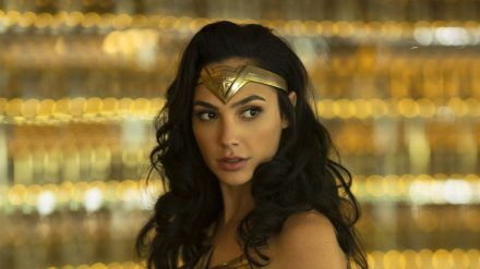 Gal Gadot sollte eigentlich schon Anfang Juni als Wonder Woman zurück auf die Leinwand kommen (stk/spot)