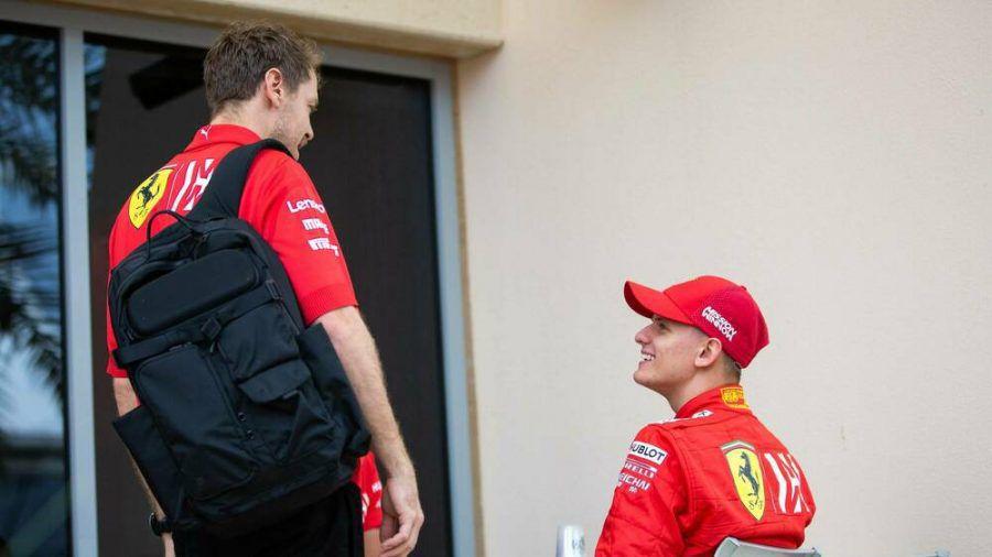 Mick Schumacher (r.) und Sebastian Vettel bei gemeinsamen Testfahrten im vergangenen Jahr. (dr/spot)