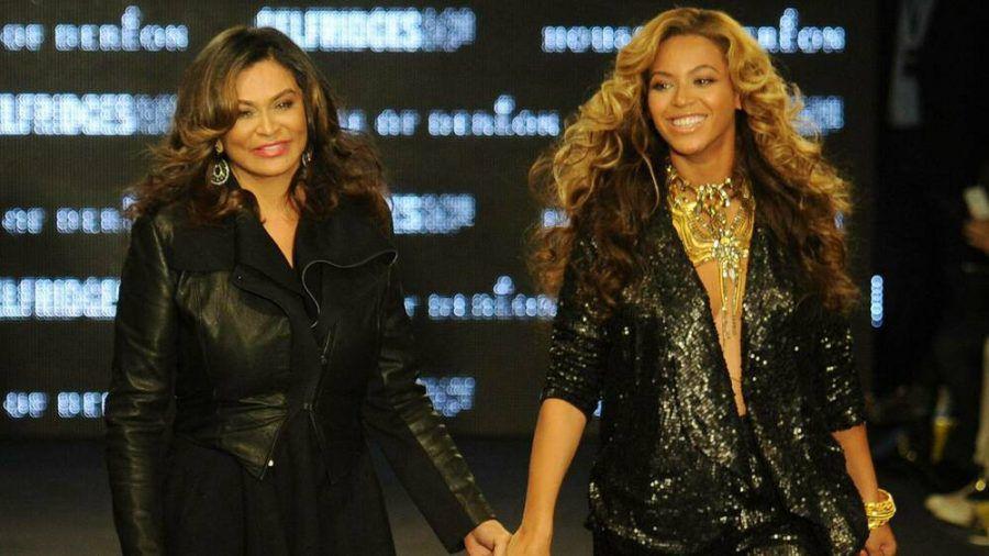 Tina Knowles-Lawson (li.) zusammen mit Tochter Beyoncé. (jru/spot)
