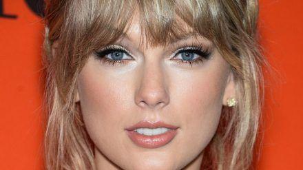 Taylor Swift trat bei den Country Awards auf. (ili/spot)