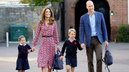 Die Familie Cambridge auf dem Weg zur Schule. (hub/spot)