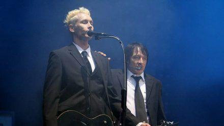 Farin Urlaub (l.) und Bela B. von Die Ärzte während eines Auftritts beim legendären Festival Rock am Ring. (dr/spot)