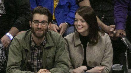 Emma Stone und Dave McCary bei einem Basketballspiel im Dezember 2019. (jru/spot)