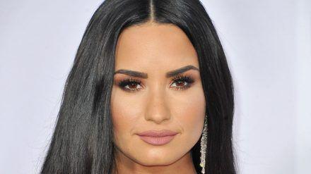 Sängerin Demi Lovato soll sich von ihrem Verlobten getrennt haben. (cos/spot)