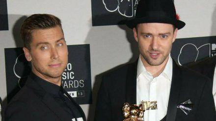 Lance Bass (li.) und Justin Timberlake auf dem roten Teppich im Jahr 2013. (jom/spot)